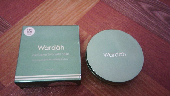 Mari Simak Review Wardah Exclusive Two Way Cake Berikut Yuk
