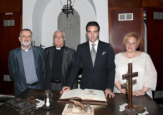 La Semana Santa de Enrique Ponce bilaketarekin bat datozen irudiak