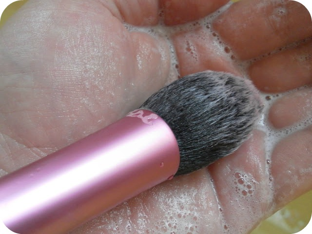 A picture of how to clean makeup brushes