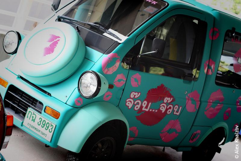 автомобиль с поцелуями