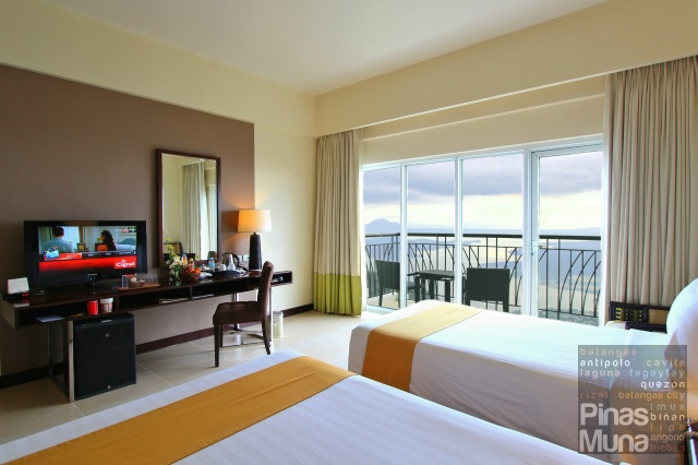 Taal Vista Premier Room Lake Wing