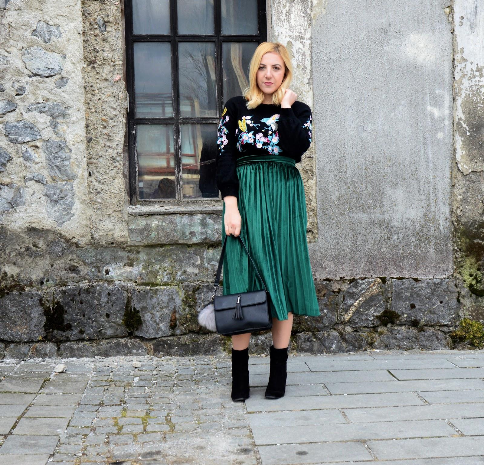 velvet-skirt-outfit-ideas