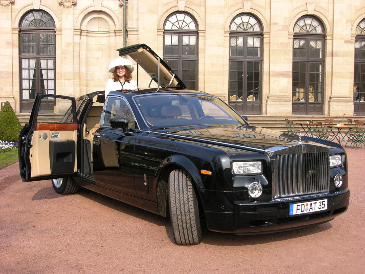 Luxury Vehicle: Rolls-Royce Phantom Automotive Cars