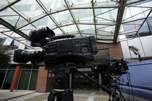 Νέα κόντρα ΣΥΡΙΖΑ - ΝΔ για τις τηλεοπτικές άδειες