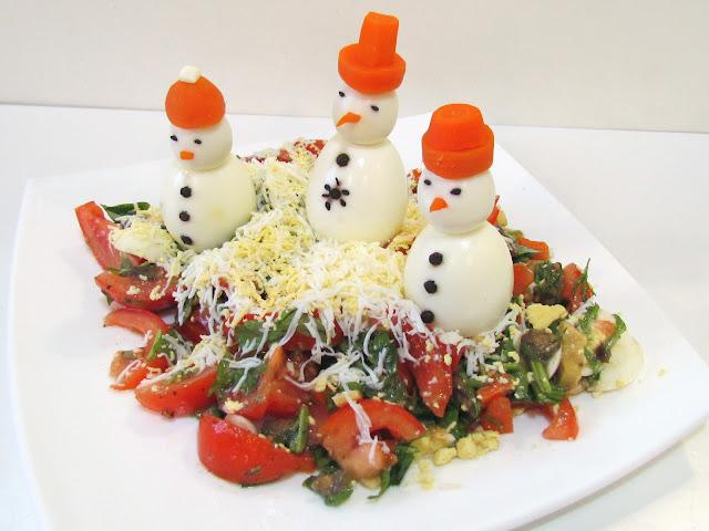 """, закуски из яиц, десерты снеговик, блюда на рождество, блюда на Новый год, как сделать снеговика из яиц, как сделать съедобного снеговика, как сделать десерт снеговик, блюда снеговик, снеговик в домашних условиях, блюда в виде снеговика как сделать, снеговики на праздничный стол, новый год 2021, новый год 2022, снеговик, оформление блюд, десерты снеговик, салаты снеговик, закуски снеговик, блюда снеговик, еда, рецепты снеговик, рецепты кулинарные, рецепты новогодние, блюда на Новый год, новогоднее, рецепты рождественские, Новый год, Рождество, 2021, блюда для детей, оформление детских блюд, праздничный стол, рецепты для праздничного стола, новогодняя еда, блюда на Рождество, блюда на Новый год, оформление блюд, новогодний декор блюд, """"Снеговики"""" - оформление десертов, салатов, закусок и других новогодних блюд, """"Снеговики"""" - рецепты и оформление десертов, салатов, закусок и других новогодних блюд, Весёлые снеговики из яиц для новогоднего стола, «Весёлые снеговики» — сырная закуска, Снеговик в шубке из мастики, «Снеговик и мыши» — закуска из фаршированных яиц, «Снеговик» — новогодний салат с сыром и крабовыми палочками, «Снеговик» — новогодняя закуска из риса и крабовых палочек, Снеговики из безе для новогоднего стола, «Творожные Снеговики» — новогодний десерт,"""