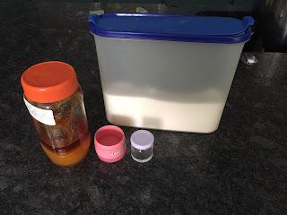 Exfoliant pour les lèvres fait maison, ingrédients (miel, sucre)