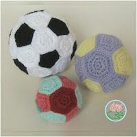 http://amigurumislandia.blogspot.com.ar/2018/05/amigurumi-pelota-de-futbol-toma-creations.html