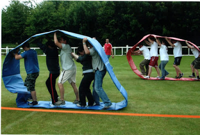 Menciptaan Teamwork & Togetherness dengan Team Building Games