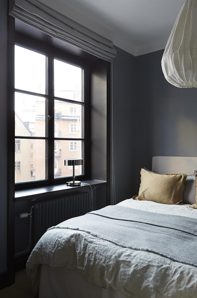 Bedroom with dark colored wall | Fantastic Frank
