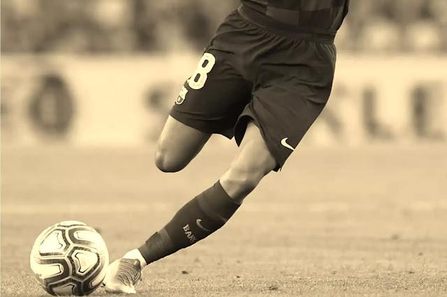 10 Teknik Dasar Sepak Bola Beseta Penjelasanya Lengkap