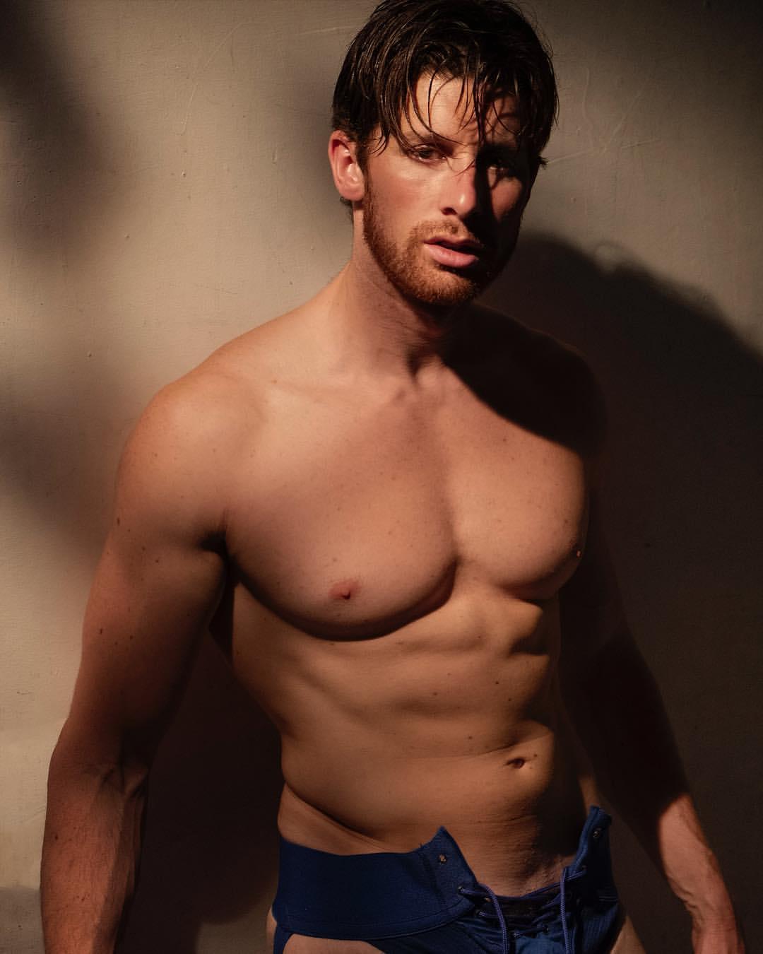 Shirtless Men On The Blog: David Thibault Mostra Il Sedere