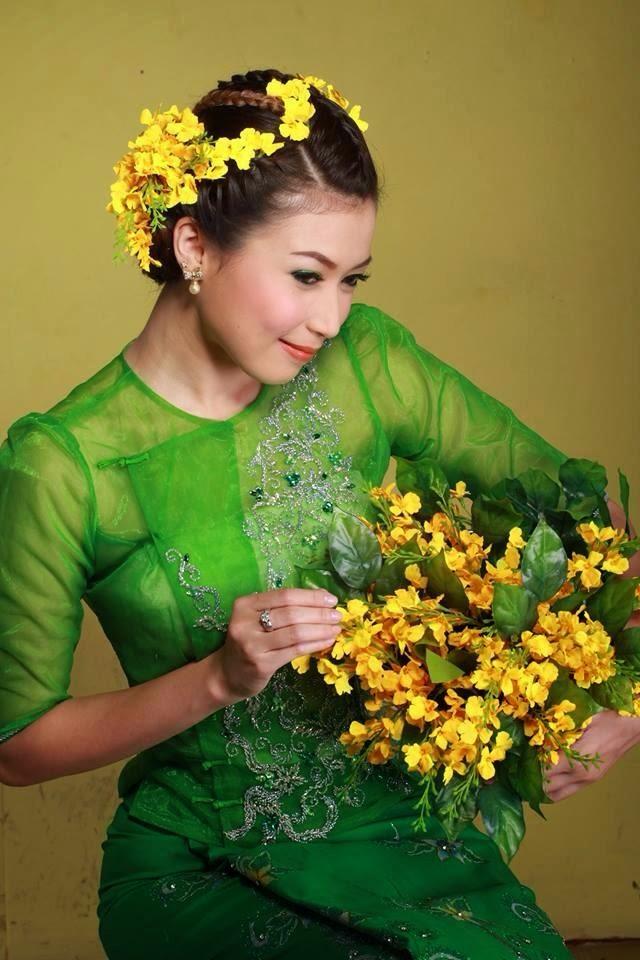 Khaing Thazin Yuwar  Myanmar Famous Models-2885