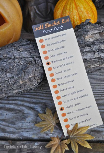 Fall bucket list punch card.  FREE printable!