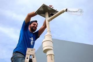 Postes de Campina Grande vão ganhar energia solar através do 'Litro de Luz'