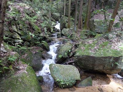 交野市・私市ハイキング  織姫の滝