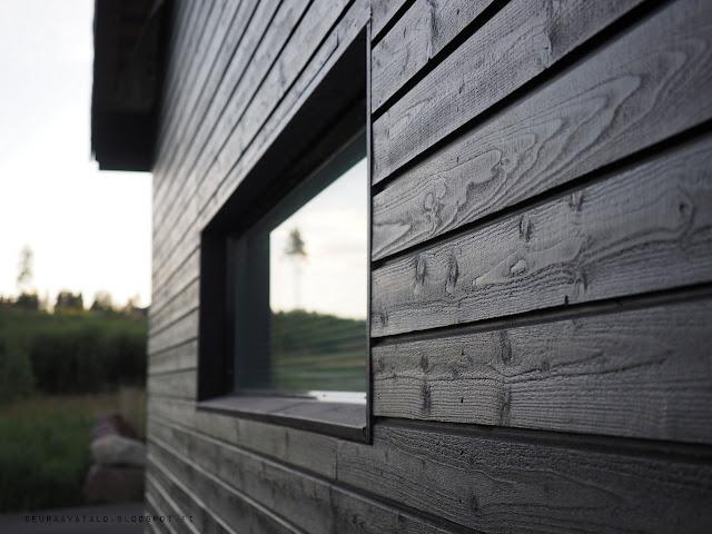 Woodex Aqua solid, musta seinä