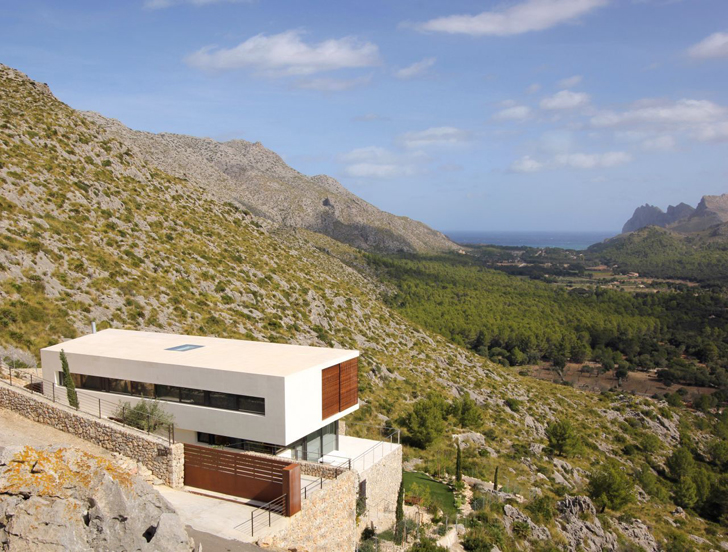 Casa 115 by Miquel Àngel Lacomba on the cliff