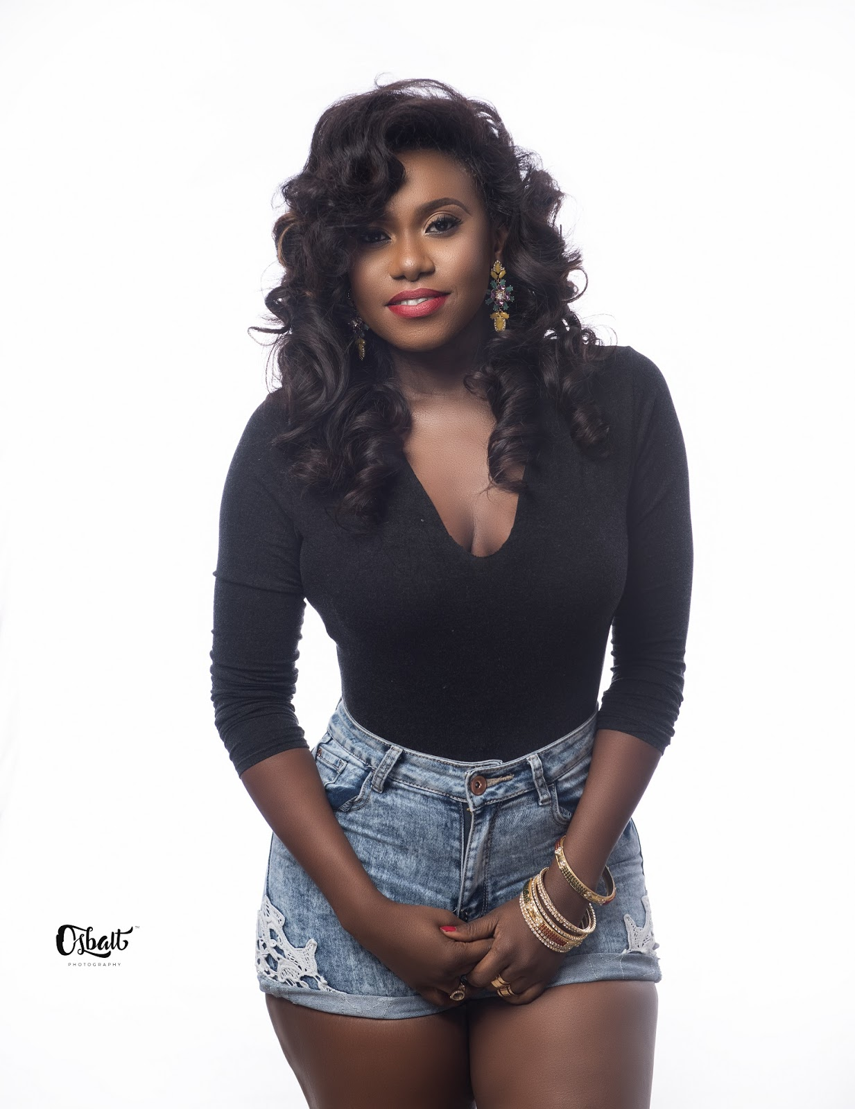 Absolute Hearts: Singer Niniola Drops New Jaw-dropping Photos