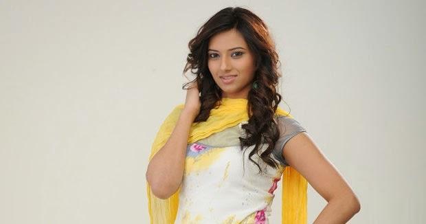 Isha Chawla Hot Salwar Kameez Photo Shoot