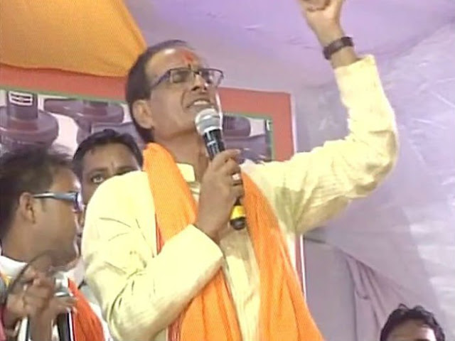 Madhya Pradesh CM Shivraj Singh Chauhan hosted a Parthiv Lingam Nirman Festival at his residence in Bhopal, in which a large number of devotees made a huge number of clay idols.  Personally leading the festivities, Shivraj Singh Chauhan sang Hare Rama Hare Krishna with eyes closed and in  full devotion. His wife Sadhna Singh and son Abhishek also took part in the festival, which had been organised by the Sant Pandit Dev Prabhakar Shashtri Bhakt Mandal.