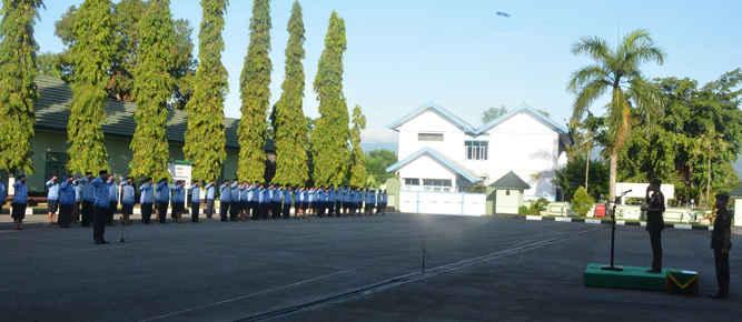 Pangdam XVI/Pattimura Mayjen TNI Doni Monardo memimpin Upacara Peringatan HUT Ke-45 Korps Pegawai Republik Indonesia (KORPRI), bertempat di lapangan apel Makodam.