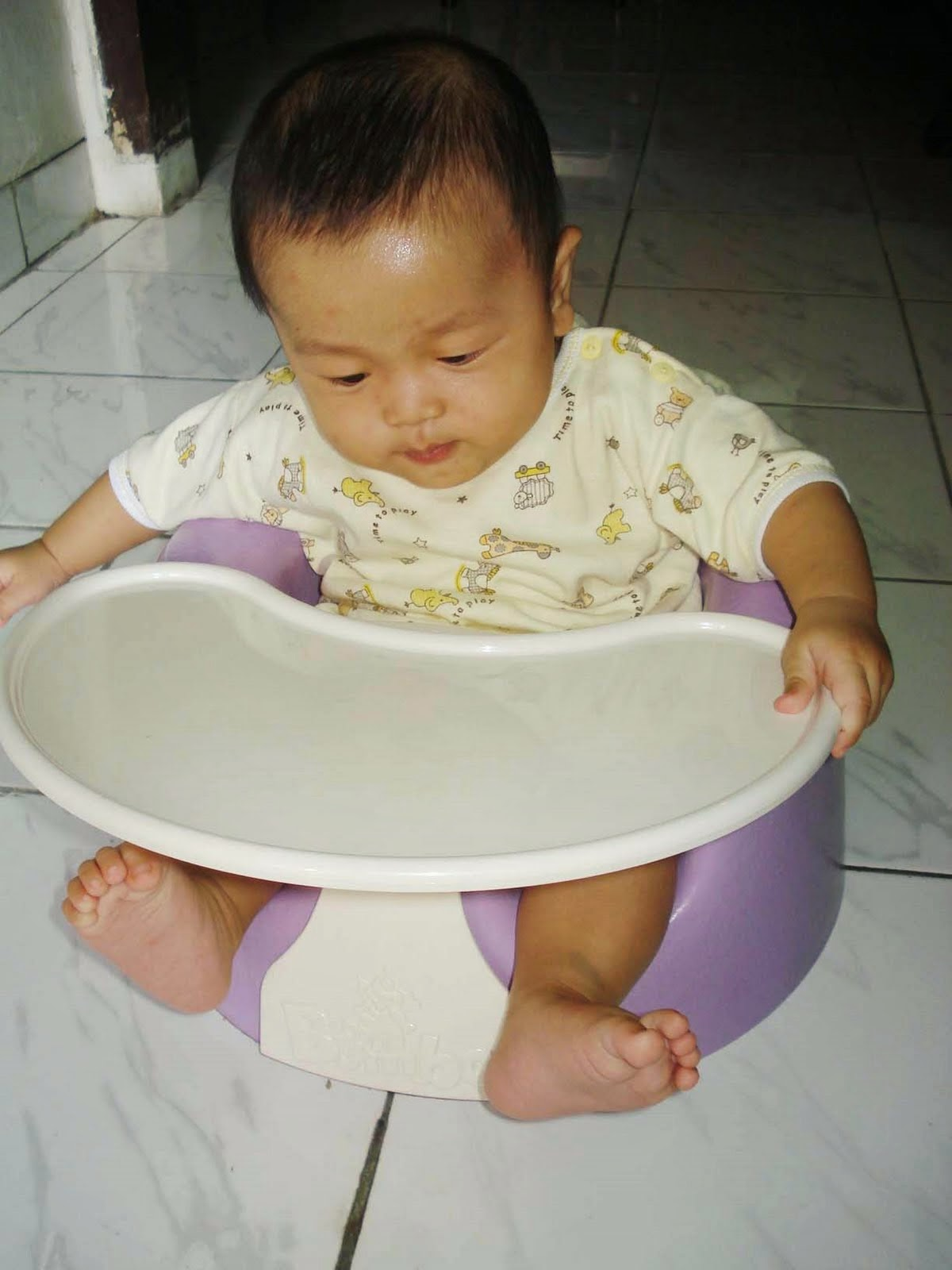 gambar lucu bayi belajar duduk