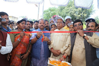 cm-raghuvar-gift-for-worker-dumka