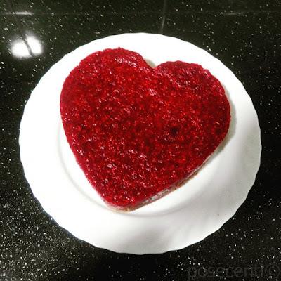 Kolač sa malinama u obliku srca