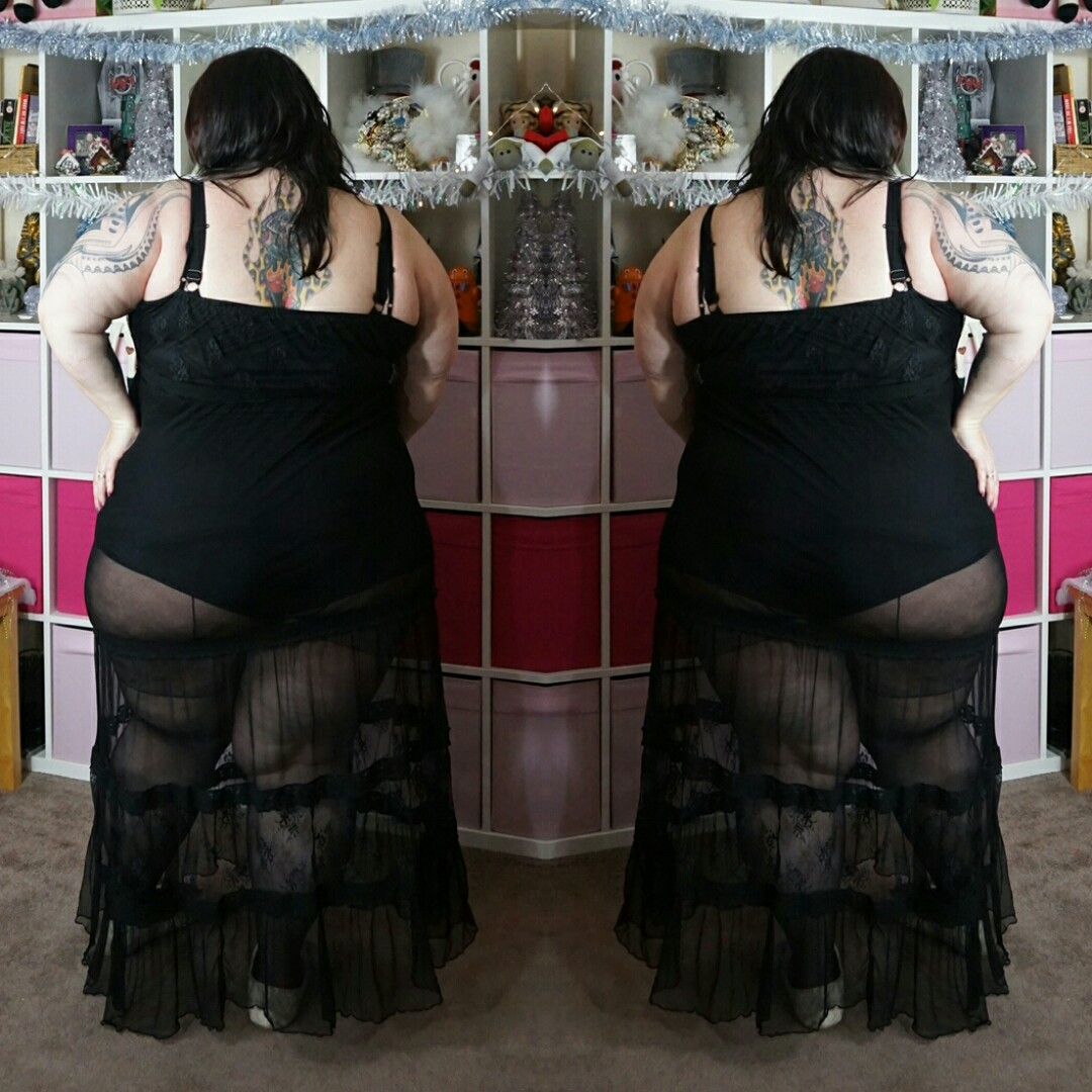 Simply-Be-sheer-lace-maxi-dress plus size // www.xloveleahx.co.uk