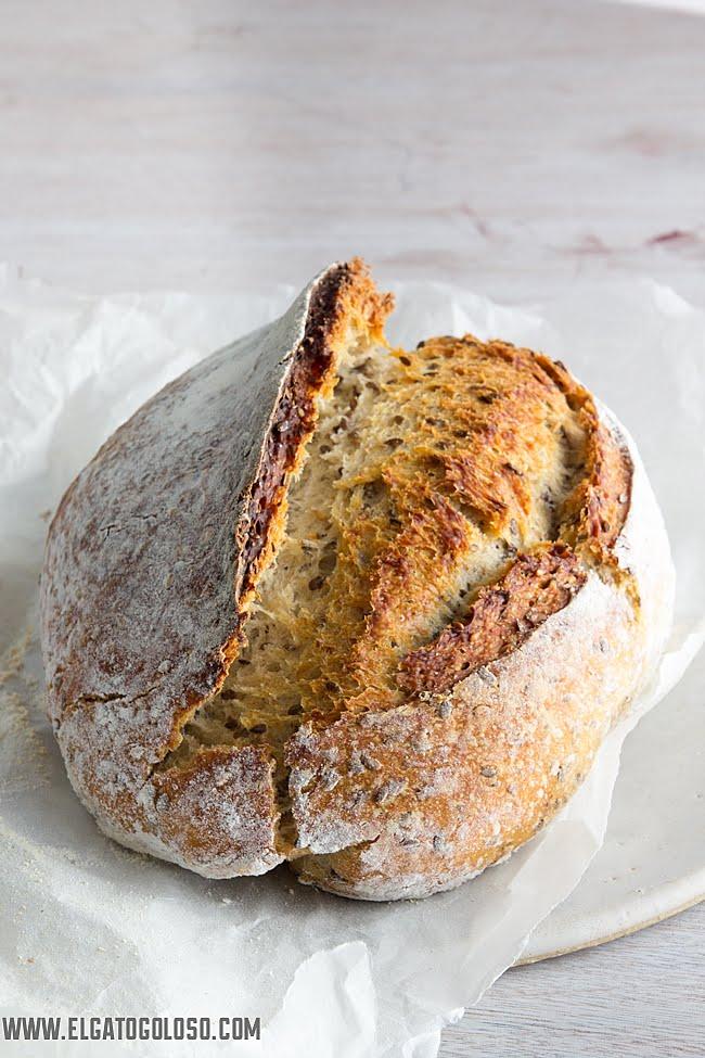 Pan multicereal hecho en casa con masa madre de exceso vía: www.elgatogoloso.com