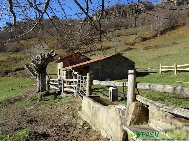 Fuente y cabaña Yana'l Cuedru
