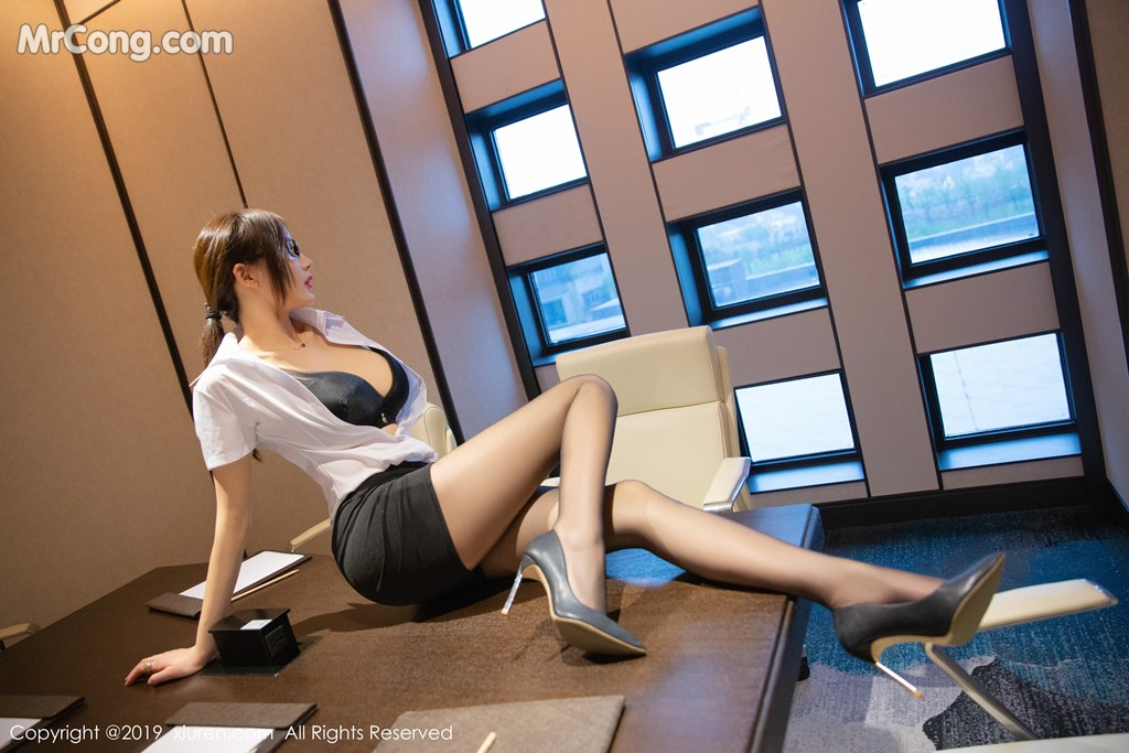 Image XIUREN-No.1301-Tu-Fei-Yuan-Ai-Cuo-Qiong-MrCong.com-005 in post XIUREN No.1301: Người mẫu 奶瓶土肥圆矮挫丑黑穷 (46 ảnh)