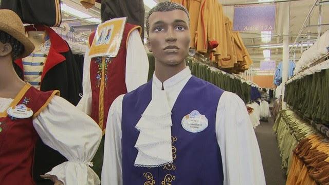 Roupas e Fantasias no Backstage Magic da Disney em Orlando