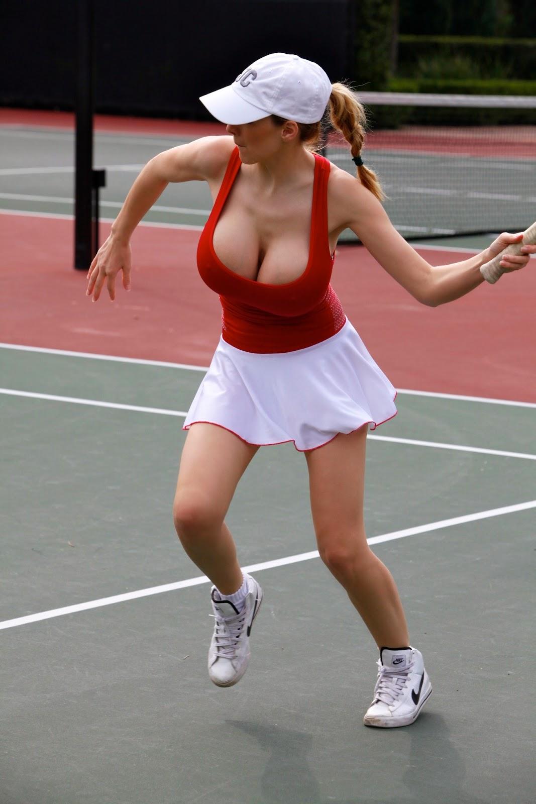 Sexy tennis babe julia goerges bouncing bo