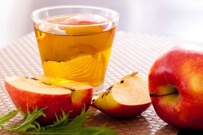 Menggunakan cuka apel untuk memutihkan bokong