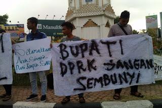 Ratusan Massa FUI Aceh Singkil Datangi Kantor Bupati dan DPRK