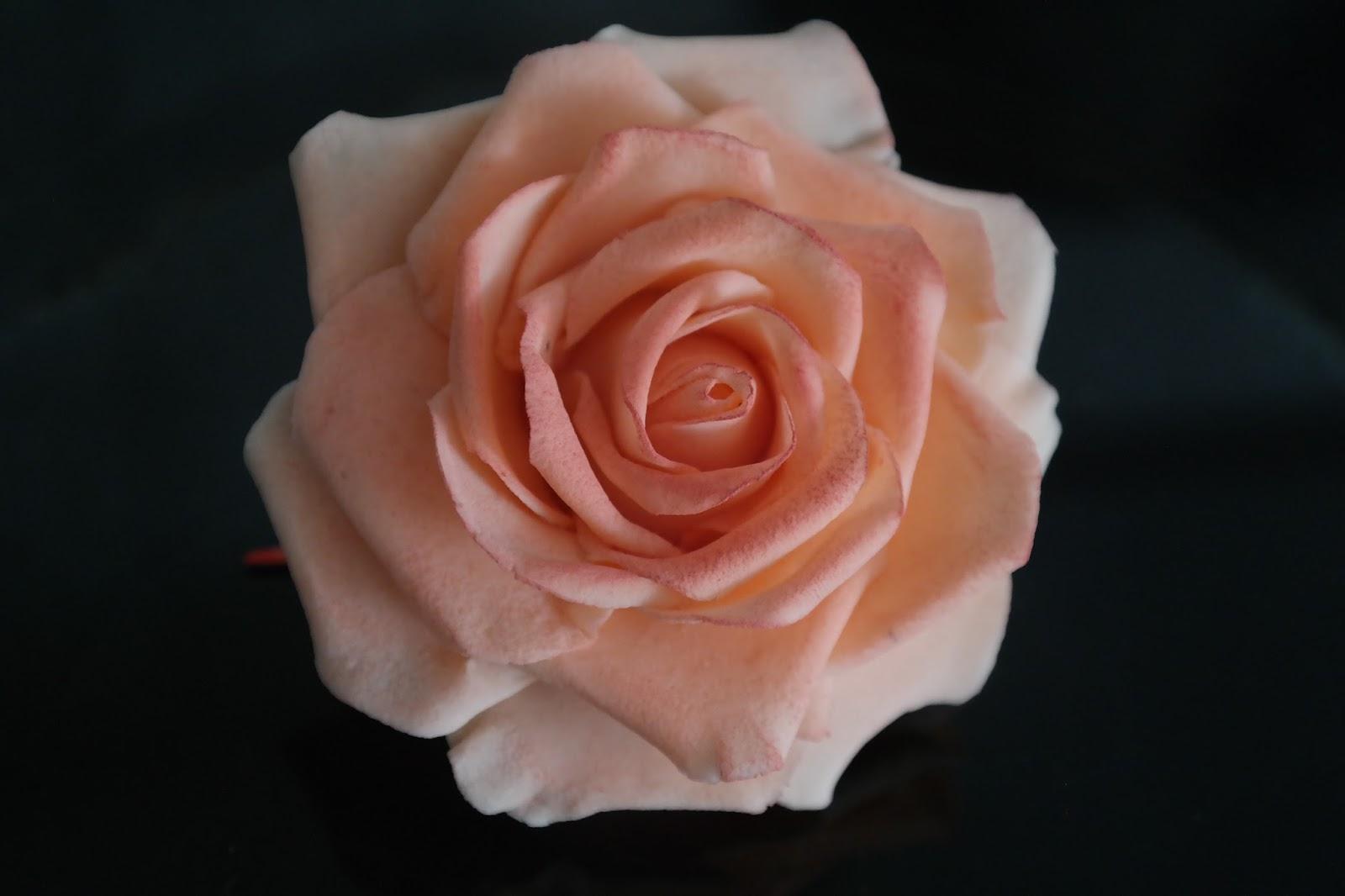 backdat 1001 torte rose aus bl tenpaste. Black Bedroom Furniture Sets. Home Design Ideas