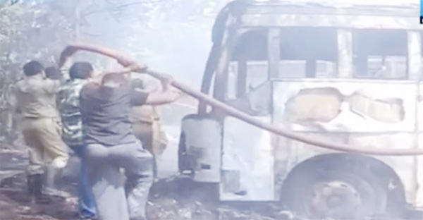 News, Kozhikode, Kerala, Top-Headlines, KSRTC-bus, Fire, Fire Force, Two KSRTC buses distroyed from  burnt  to fire