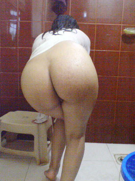 Desi Wet Ass Porn Photo