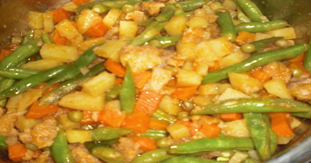 Kitchenomica Afritada Recipe