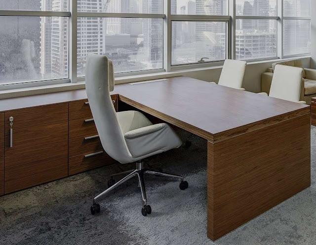 Meja dan Lemari Kantor dari Kayu Olahan