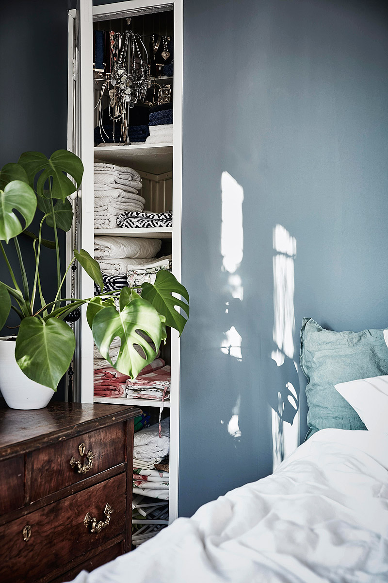 Granatowa Sciana W Sypialni Codziennie Szczypta Designu