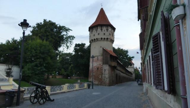 Sibiu - alte Festungsmauer mit Wehrtürmen