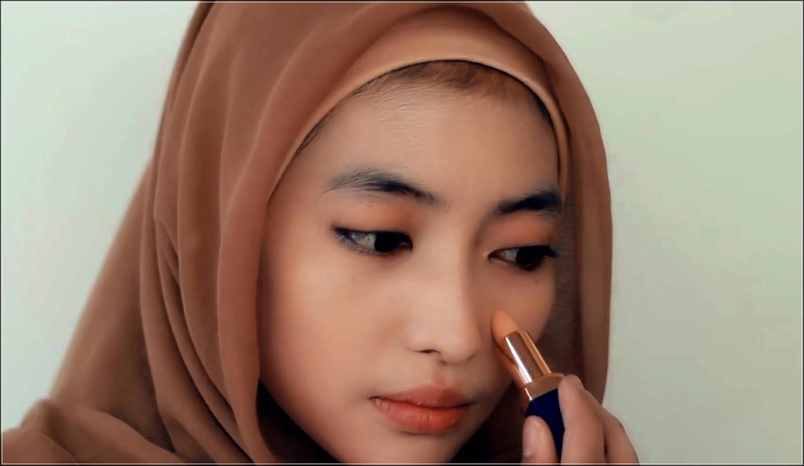 Gunakan Make Up pada Area Bibir