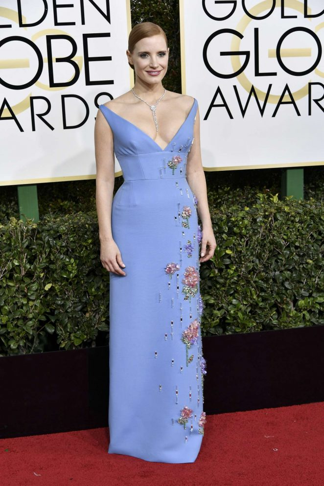 Jessica Chastain bares cleavage in low cut gown at the 2017 Golden Globes