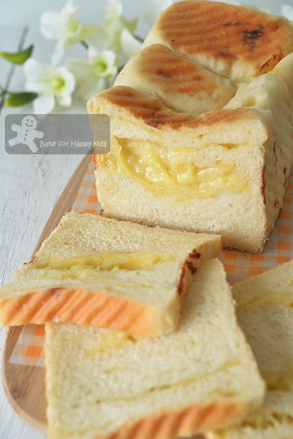 BreadTalk cheesy earthquake bread