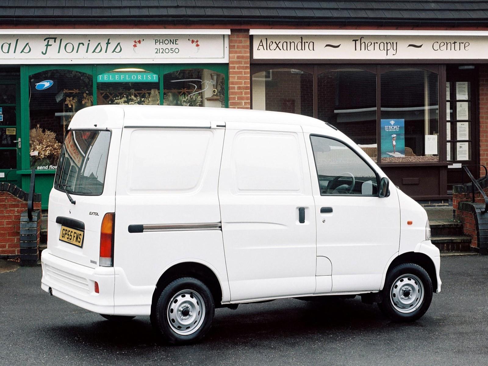 Car Pictures: Daihatsu Extol Compact Van 2005
