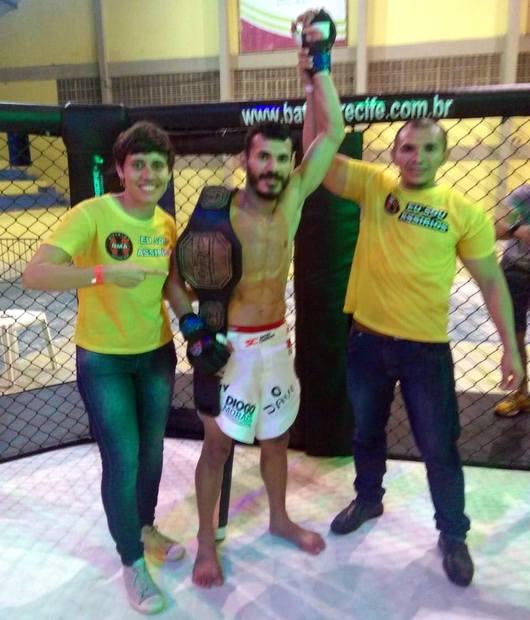 Lutador santacruzense Murilio Chacal vence luta no MMA por nocaute e mantém cinturão