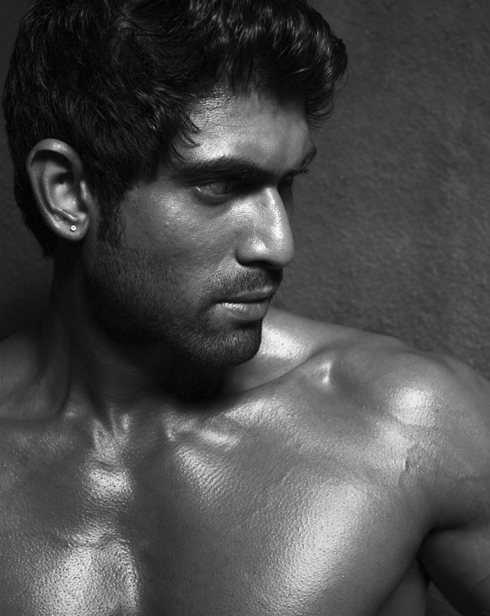 way2filmy: Sunil Six Pack Body Stills
