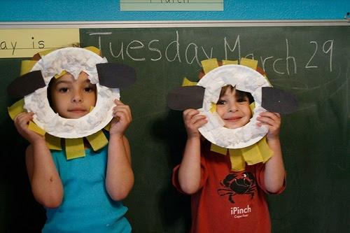 Preschool Crafts for Kids*: Lamb Lion Paper Plate Flip Mask